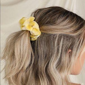 NWT Genessee Yellow plaid scrunchie set  Yellow